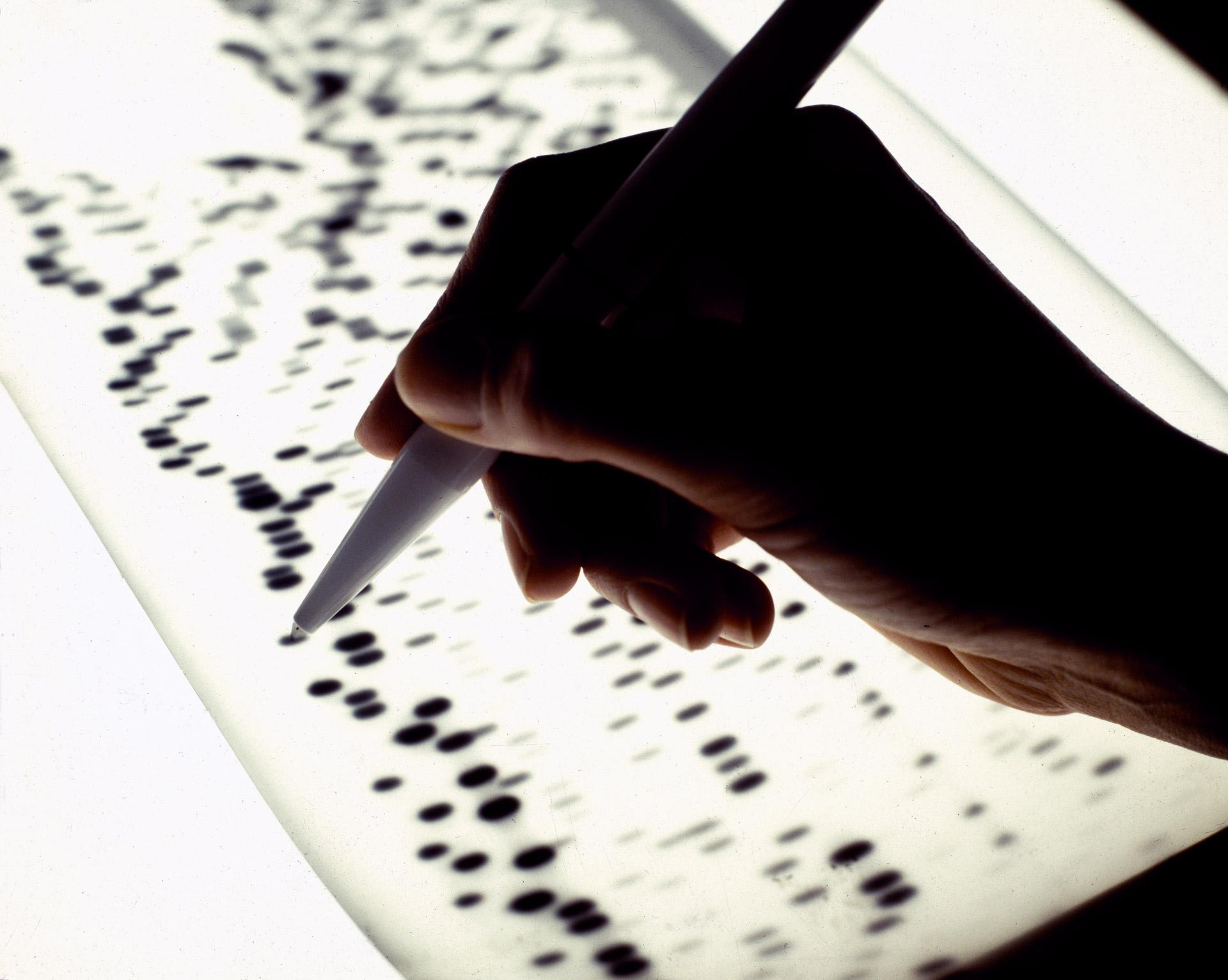 A laboratory worker is segmenting genes at Novo Nordisk