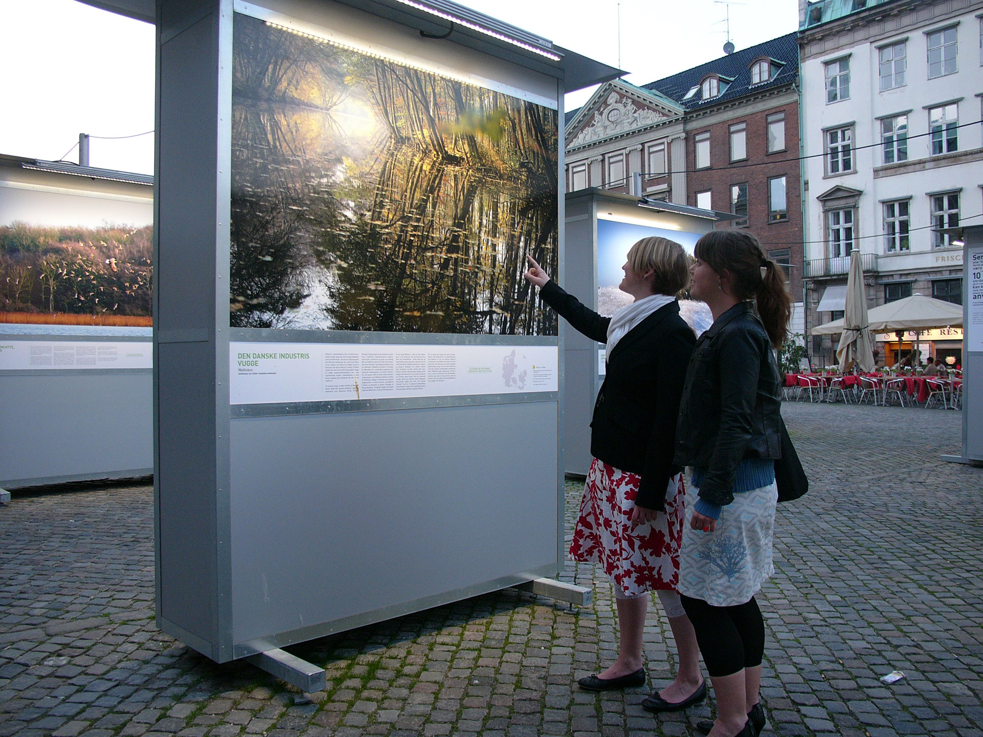 "women looking at Mikkel Alexander Grabowski's image from Mølleåen at ""Danmark Dejligst"""