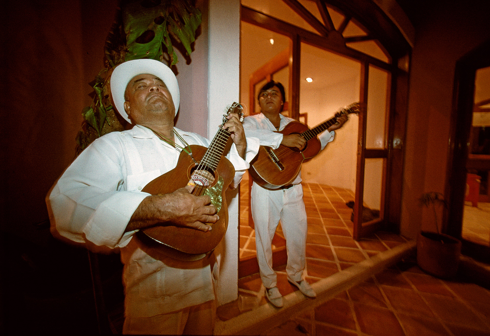 Musicians playing guitar in Playa del Carmen in Mexico